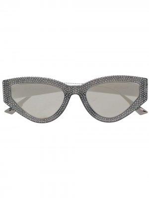 Солнцезащитные очки в оправе кошачий глаз с кристаллами Dior Eyewear. Цвет: серый