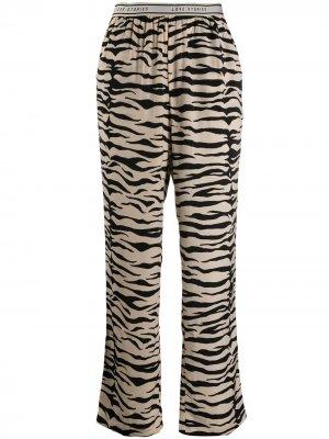 Пижамные брюки с зебровым принтом Love Stories. Цвет: черный