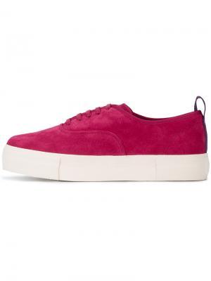 Малиновые замшевые кроссовки Mother Eytys. Цвет: розовый и фиолетовый