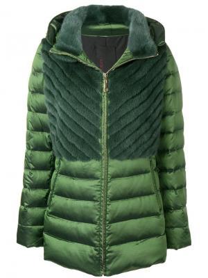 Пуховая куртка с панелями мехом норки Liska. Цвет: зеленый