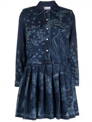 Джинсовое платье-рубашка с принтом RED Valentino. Цвет: синий