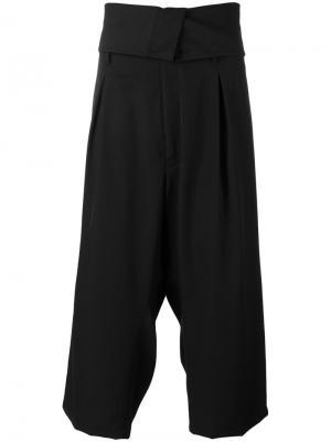 Укороченные брюки с заниженной проймой Yohji Yamamoto. Цвет: черный