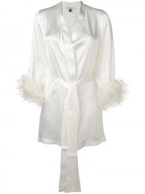Атласный халат Mia Gilda & Pearl. Цвет: белый