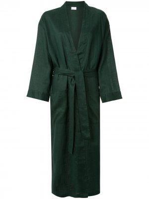 Халат с поясом Pour Les Femmes. Цвет: зеленый