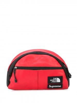Поясная сумка  x North Face Supreme. Цвет: красный