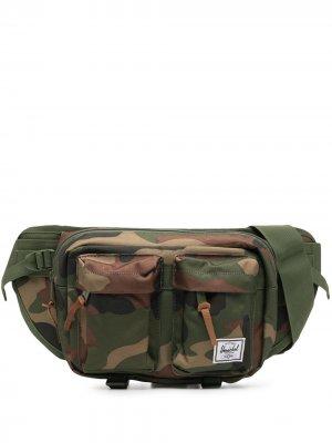 Поясная сумка Eighteen с камуфляжным принтом Herschel Supply Co.. Цвет: зеленый