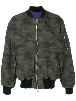 Камуфляжная куртка-бомбер Unravel Project. Цвет: зеленый