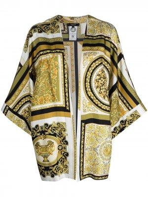 Халат с принтом Baroque Versace. Цвет: белый