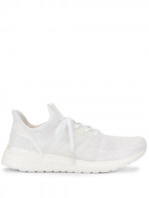 Кроссовки UltraBoost 19 на шнуровке adidas. Цвет: белый