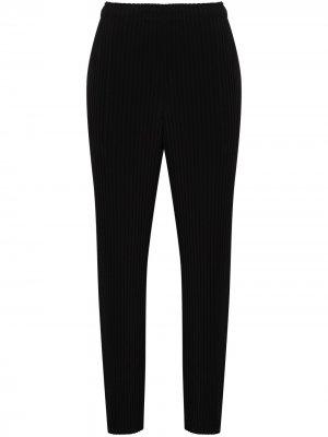Укороченные плиссированные брюки Issey Miyake. Цвет: черный