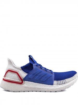 Кроссовки UltraBoost 19 adidas. Цвет: синий