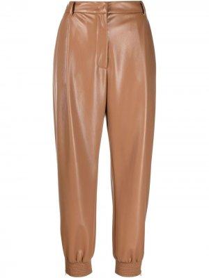 Зауженные брюки из искусственной кожи Erika Cavallini. Цвет: коричневый