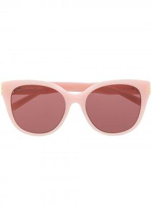 Солнцезащитные очки в оправе кошачий глаз с затемненными линзами Balenciaga Eyewear. Цвет: розовый
