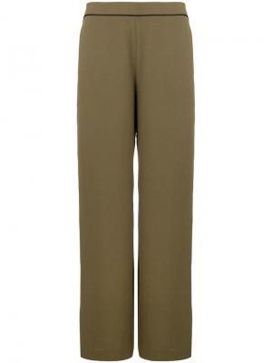 Расклешенные брюки Layeur. Цвет: зеленый