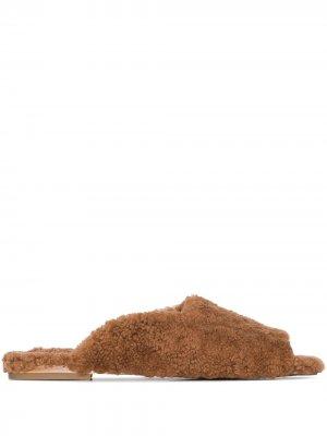 Слиперы из овчины с квадратным носком Deiji Studios. Цвет: коричневый