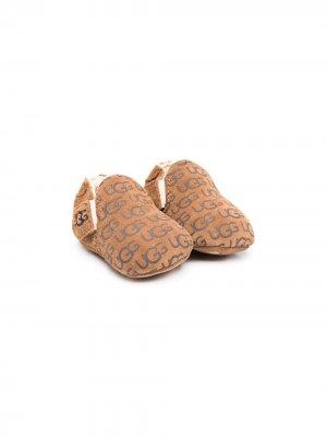 Пинетки Roos с логотипом UGG Kids. Цвет: коричневый