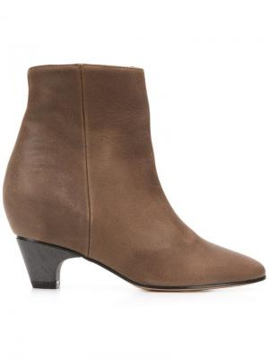 Round toe boots Marc Ellis. Цвет: коричневый
