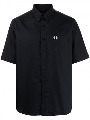 Рубашка с короткими рукавами и вышитым логотипом FRED PERRY. Цвет: синий