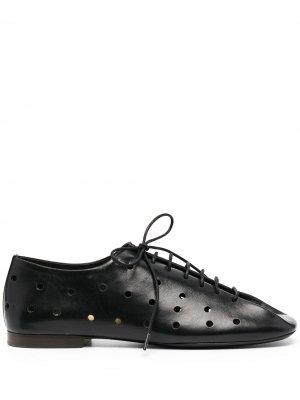 Туфли дерби на шнуровке с перфорацией Lemaire. Цвет: черный