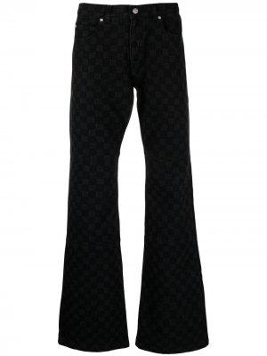 Расклешенные джинсы с монограммой MISBHV. Цвет: черный