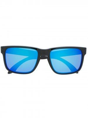 Солнцезащитные очки с затемненными линзами Oakley. Цвет: черный