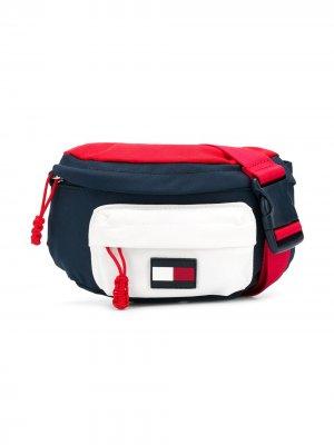 Поясная сумка в стиле колор-блок Tommy Hilfiger Junior. Цвет: синий