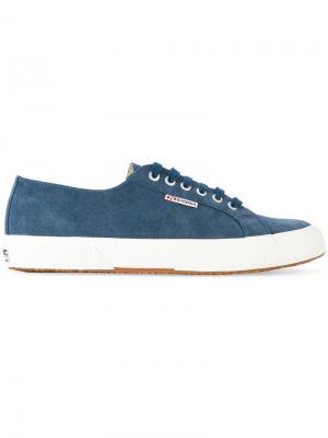 Кроссовки на шнуровке Superga. Цвет: синий