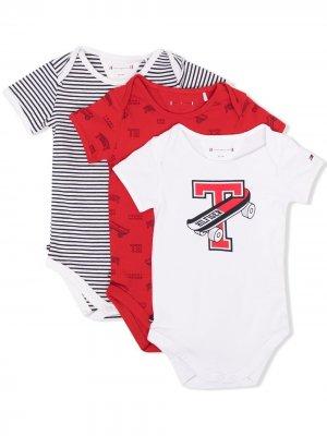 Комплект из трех комбинезонов для новорожденного Tommy Hilfiger Junior. Цвет: красный
