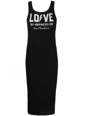Трикотажное платье в рубчик с логотипом Love Moschino. Цвет: черный