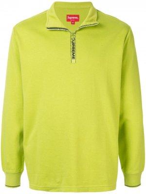 Пуловер World Famous с воротником на молнии Supreme. Цвет: зеленый
