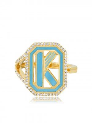 Кольцо Gatsby с инициалом K из желтого золота бриллиантами и бирюзовой эмалью Colette. Цвет: золотистый
