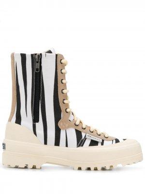 Ботинки на шнуровке с принтом Superga. Цвет: белый
