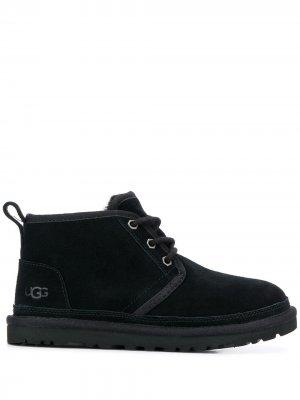 Ботинки на шнуровке UGG. Цвет: черный