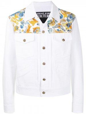 Джинсовая куртка с принтом Versailles Versace Jeans Couture. Цвет: белый