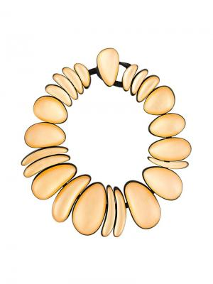 Объемное ожерелье с овальными бусами Monies. Цвет: металлик