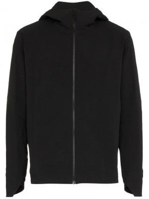 Куртка с капюшоном Veilance. Цвет: черный
