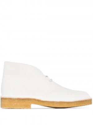 Ботинки дезерты Clarks Originals. Цвет: белый