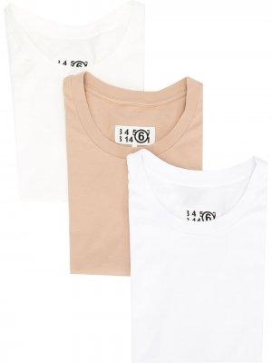 Набор из трех футболок с логотипом MM6 Maison Margiela. Цвет: нейтральные цвета