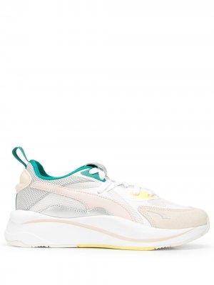 Кроссовки с сетчатыми вставками Puma. Цвет: разноцветный