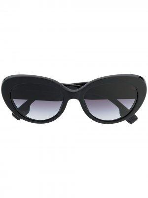 Солнцезащитные очки в оправе кошачий глаз Burberry Eyewear. Цвет: черный