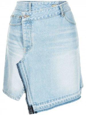 Джинсовая юбка мини с запахом SJYP. Цвет: синий