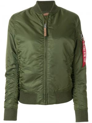 Куртка-бомбер Alpha Industries. Цвет: зеленый