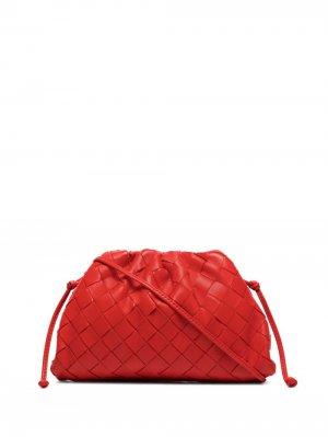 Сумка  Mini Pouch с плетением Intrecciato Bottega Veneta. Цвет: красный
