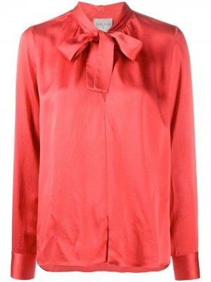 Блузка с бантом и длинными рукавами Forte. Цвет: красный